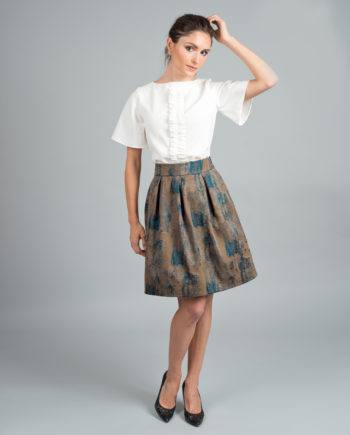 falda corta pliegues